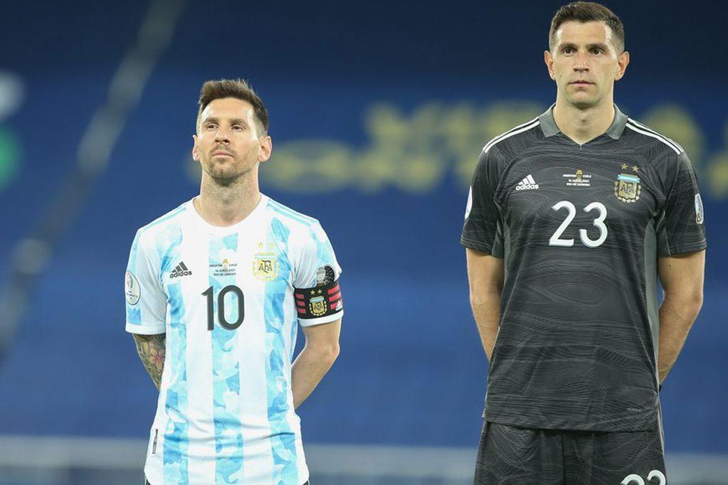 """5 đồng đội của Messi ở Argentina từng sang Việt Nam thi đấu: """"Găng tay vàng"""" Martinez bị khuất phục - Ảnh 1."""