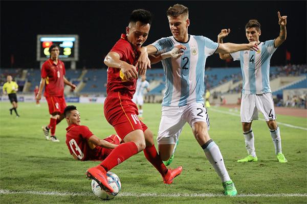 """5 đồng đội của Messi ở Argentina từng sang Việt Nam thi đấu: """"Găng tay vàng"""" Martinez bị khuất phục - Ảnh 3."""
