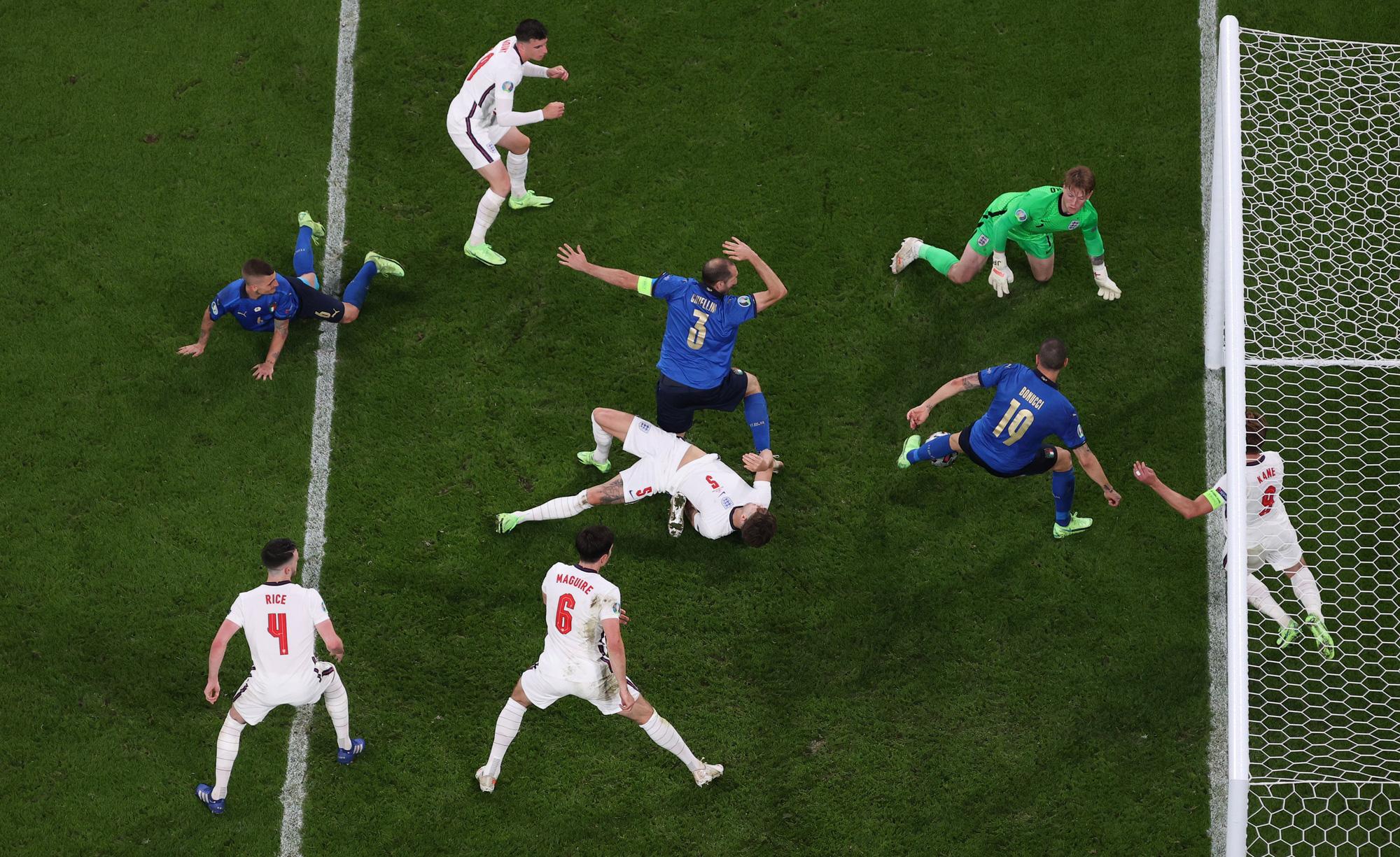 Ngày Italy trở lại ngôi vương châu Âu - Ảnh 3.