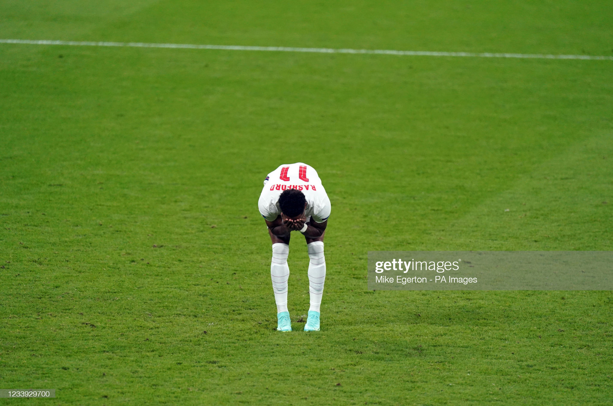 """Roy Keane đá xoáy Jack Grealish và Raheem Sterling """"hèn nhát"""" - Ảnh 2."""