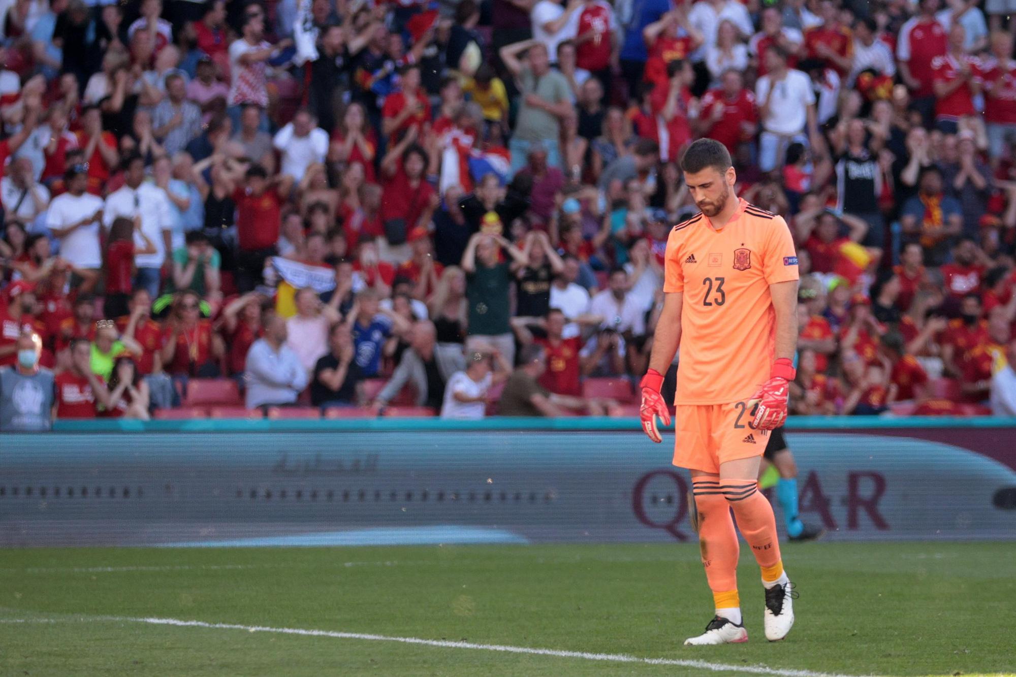 """Nhìn lại 11 tình huống """"đốt lưới nhà"""" của các cầu thủ tại Euro 2020 - Ảnh 9."""