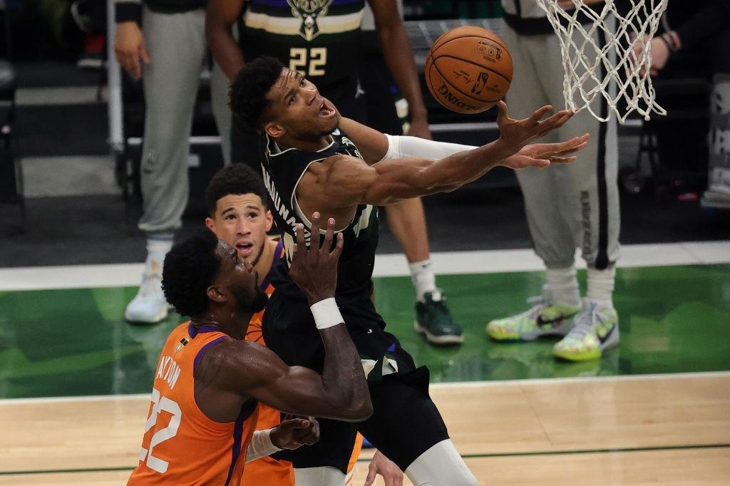 Giannis Antetokounmpo một tay đưa Milwaukee Bucks đến với chức vô địch NBA sau tròn 5 thập kỷ - Ảnh 1.