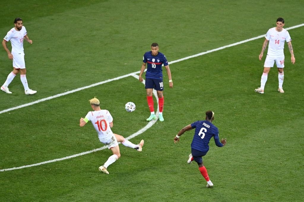 Ngắm nhìn vẻ đẹp của 10 bàn thắng đẹp nhất châu Âu do UEFA bình chọn - Ảnh 7.