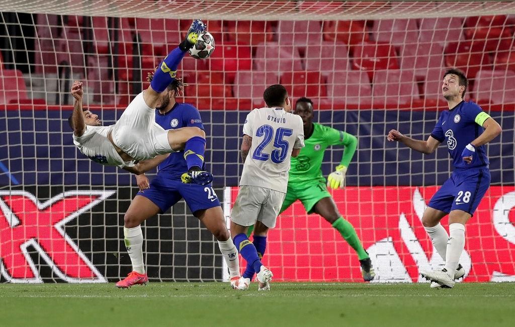 Ngắm nhìn vẻ đẹp của 10 bàn thắng đẹp nhất châu Âu do UEFA bình chọn - Ảnh 1.