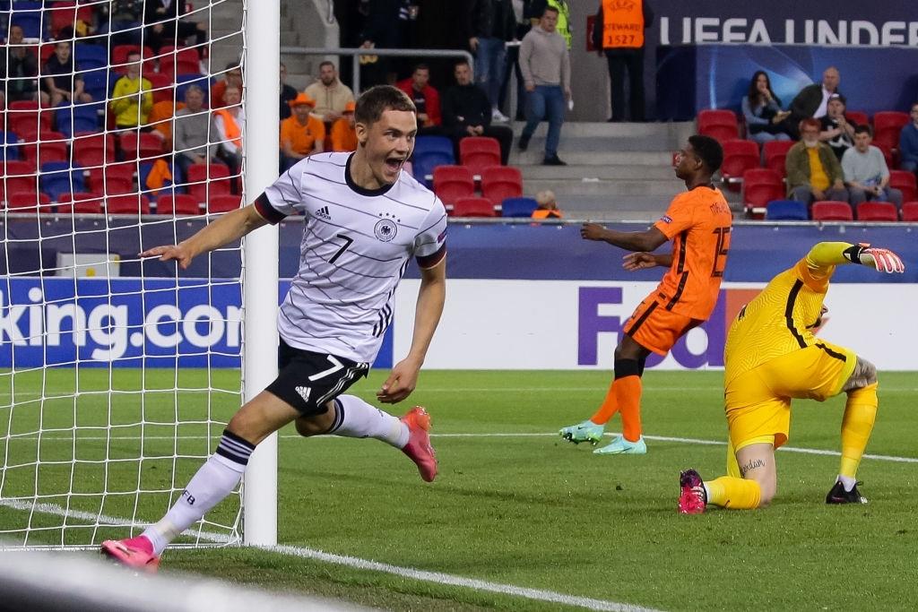 Ngắm nhìn vẻ đẹp của 10 bàn thắng đẹp nhất châu Âu do UEFA bình chọn - Ảnh 4.