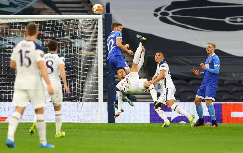 Ngắm nhìn vẻ đẹp của 10 bàn thắng đẹp nhất châu Âu do UEFA bình chọn - Ảnh 5.