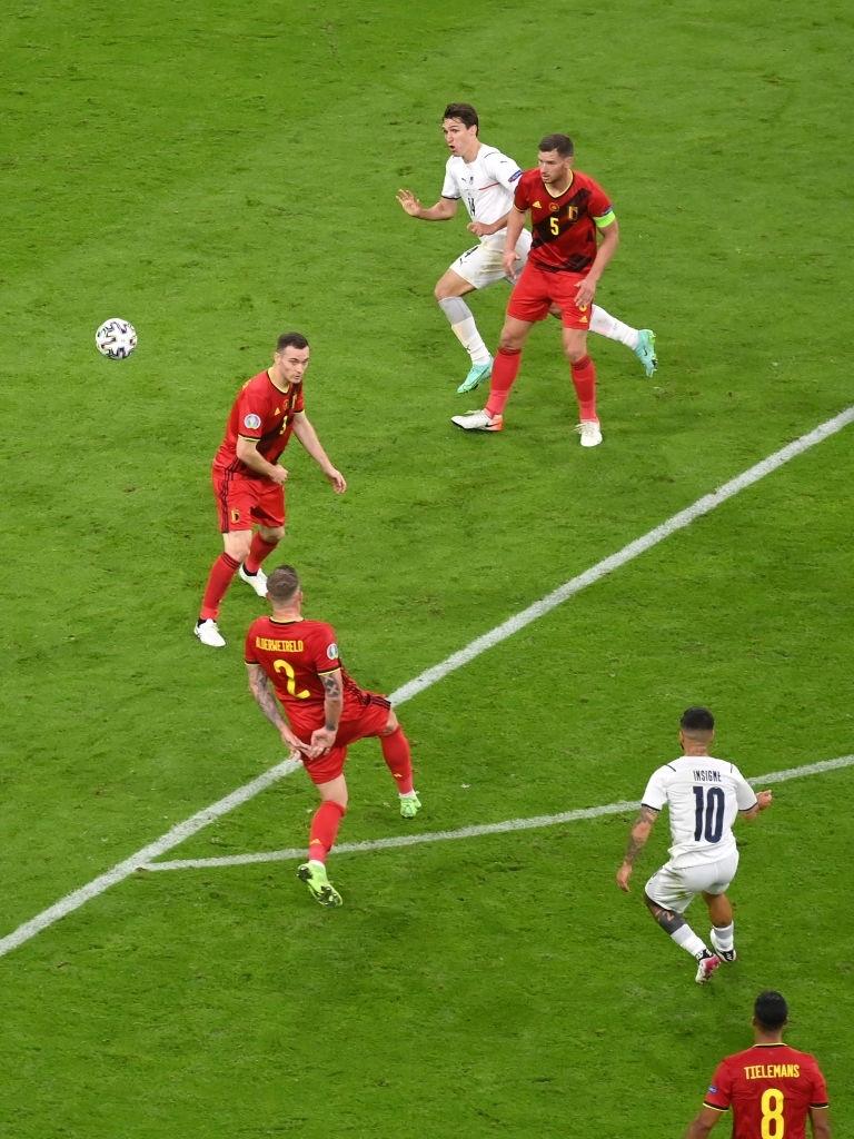 Ngắm nhìn vẻ đẹp của 10 bàn thắng đẹp nhất châu Âu do UEFA bình chọn - Ảnh 6.