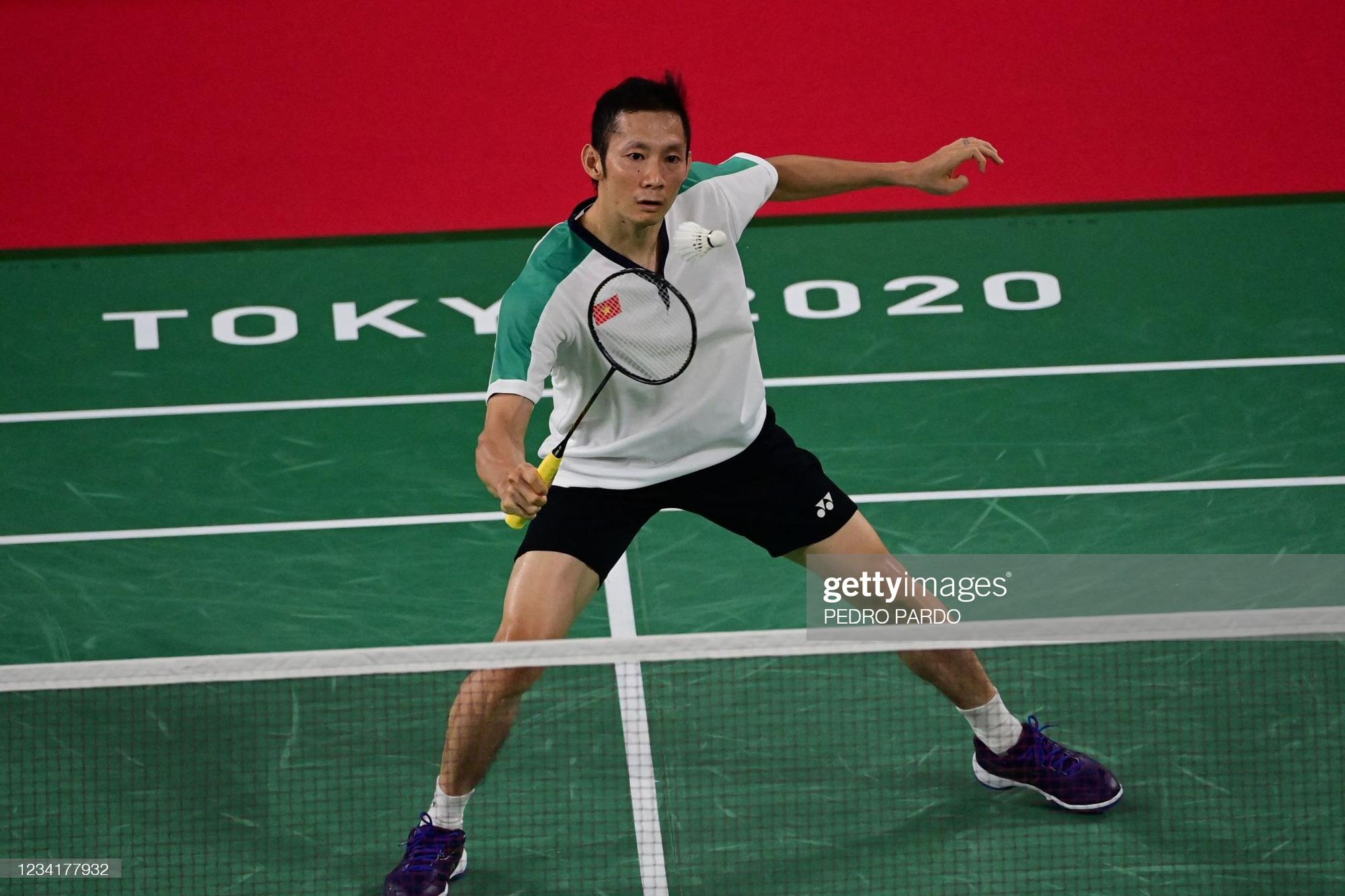 Nguyễn Tiến Minh chính thức chia tay Olympic Tokyo khi không thể giành chiến thắng trước tay vợt trẻ hơn 15 tuổi  - Ảnh 1.