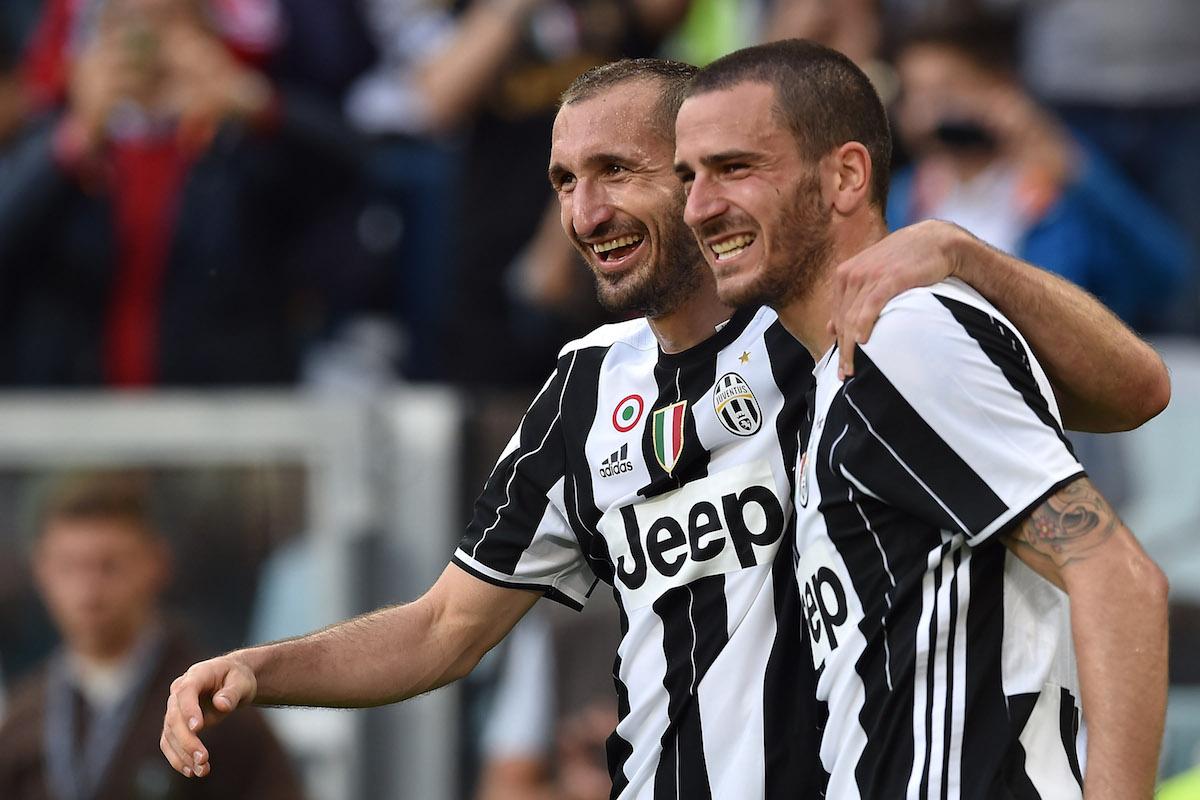 """Tân HLV trưởng Juventus: """"Bonucci thích đeo băng đội trưởng thì tự đi ra đường mà mua!"""" - Ảnh 2."""