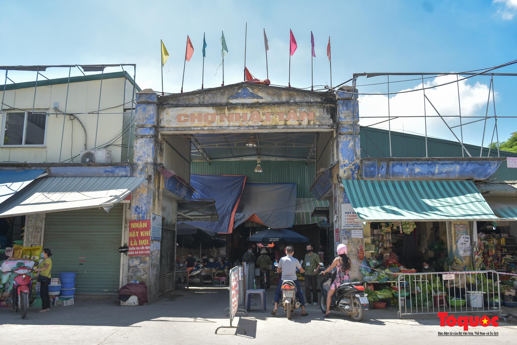 Hà Nội: Muôn kiểu đi chợ trong thời giãn cách xã hội ở thủ đô - Ảnh 13.