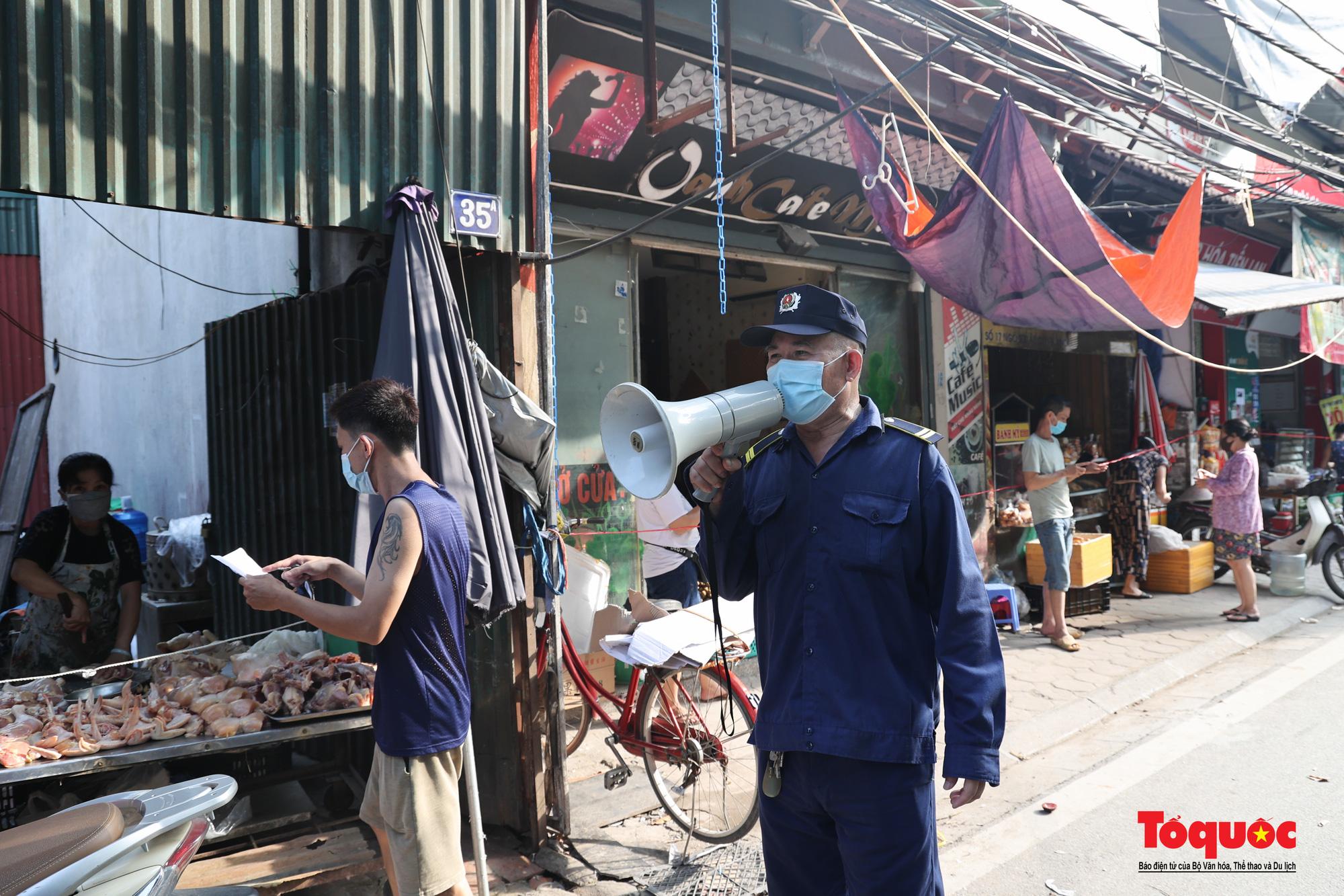 Hà Nội: Muôn kiểu đi chợ trong thời giãn cách xã hội ở thủ đô - Ảnh 22.