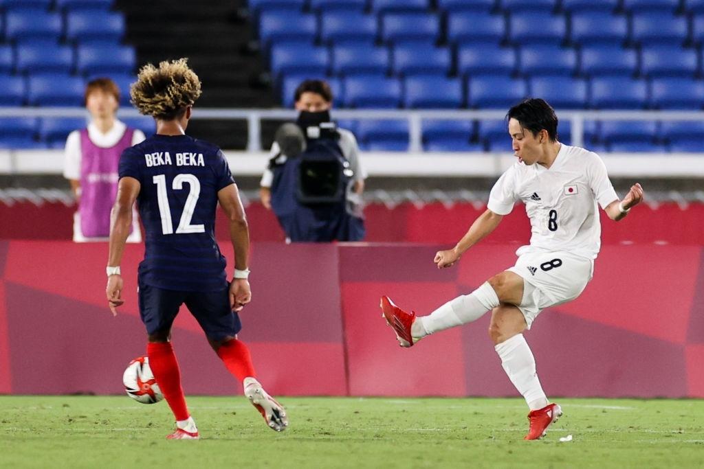 Koji Miyoshi nâng tỉ số lên 3-0 cho Olympic Nhật bản