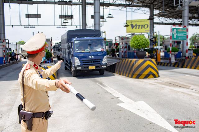 Phó Thủ tướng Lê Văn Thành: Từ 30/7, không kiểm tra phương tiện có Giấy nhận diện có QRCode còn thời hạn - Ảnh 1.