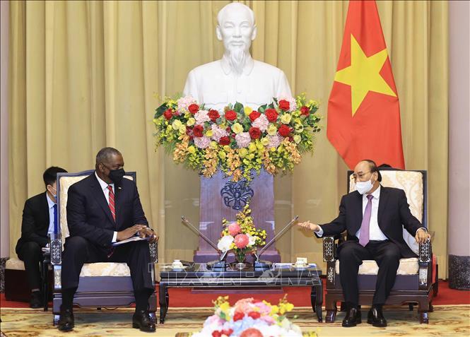 Chủ tịch nước Nguyễn Xuân Phúc tiếp Bộ trưởng Quốc phòng Hoa Kỳ - Ảnh 1.