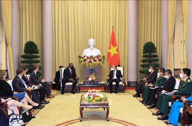 Chủ tịch nước Nguyễn Xuân Phúc tiếp Bộ trưởng Quốc phòng Hoa Kỳ - Ảnh 2.