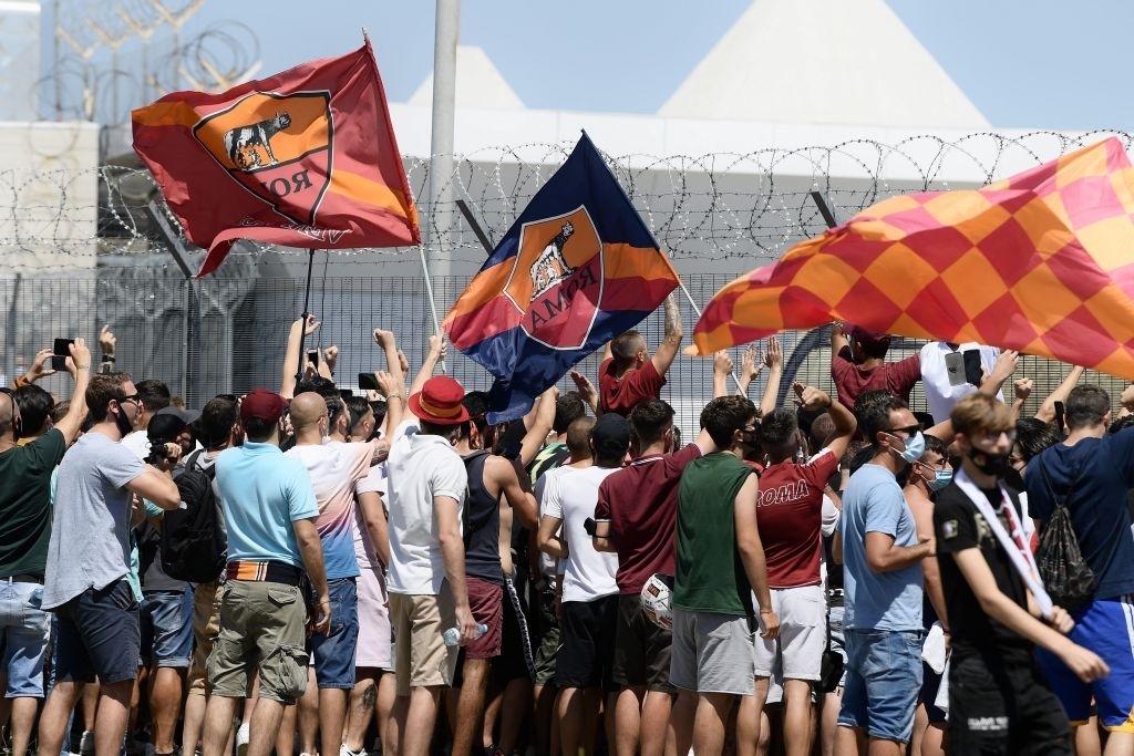CĐV AS Roma mở hội chào đón tân HLV Mourinho như người hùng