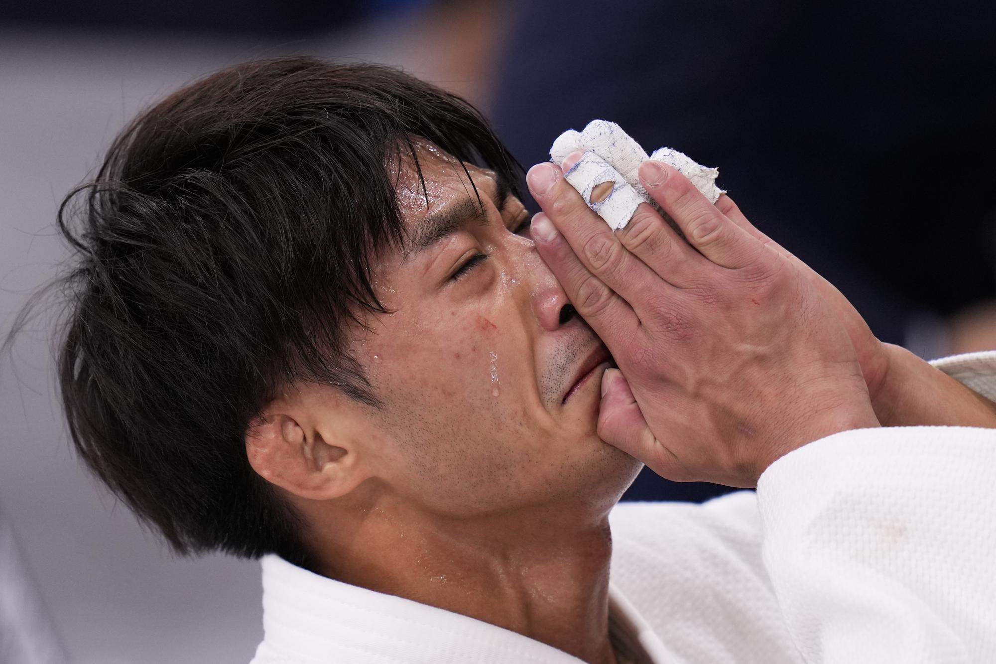 """Những hình ảnh """"trào nước mắt"""" của người chiến thắng, kẻ chiến bại tại Olympic Tokyo 2020 - Ảnh 2."""