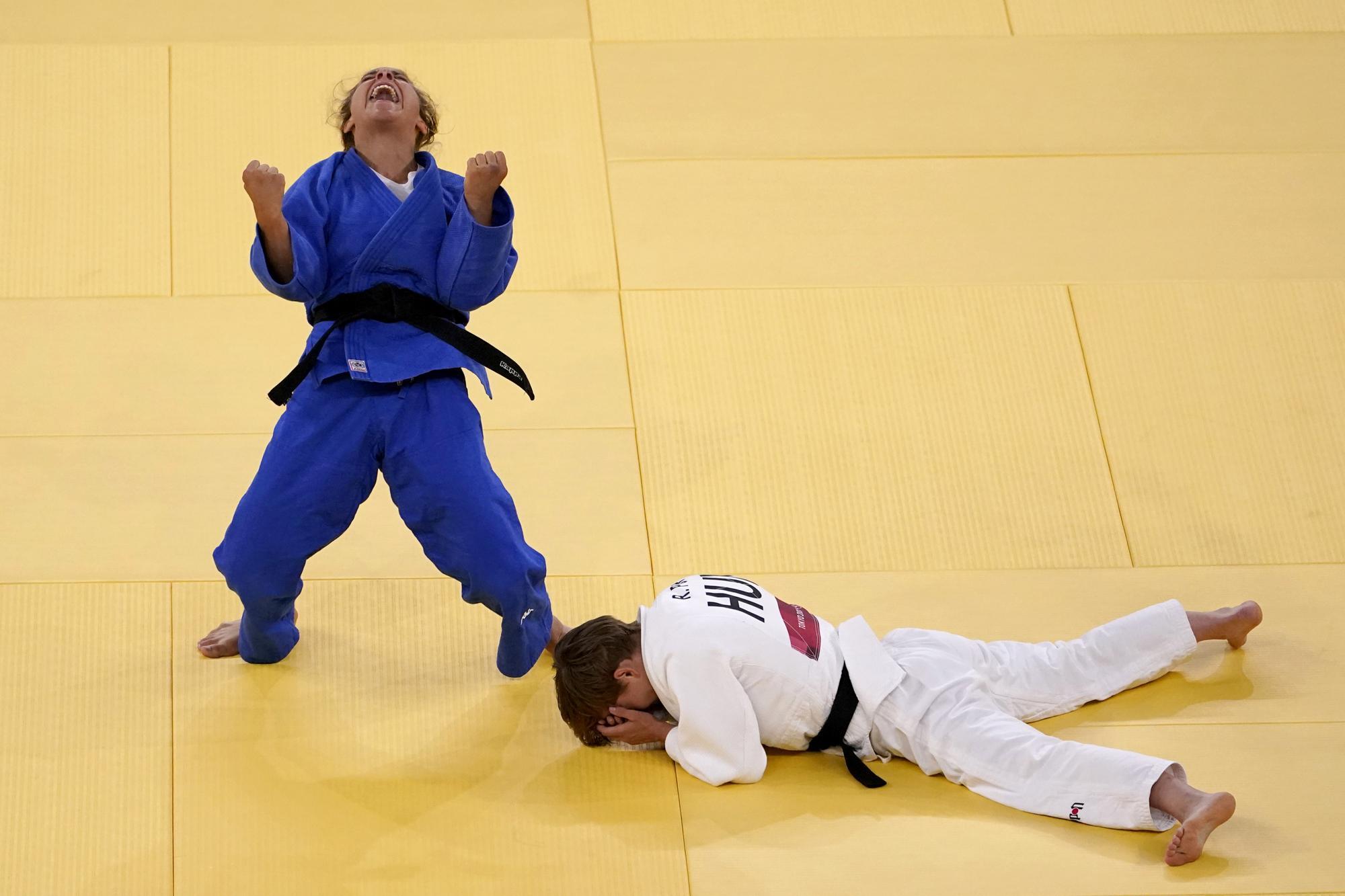 """Những hình ảnh """"trào nước mắt"""" của người chiến thắng, kẻ chiến bại tại Olympic Tokyo 2020 - Ảnh 1."""