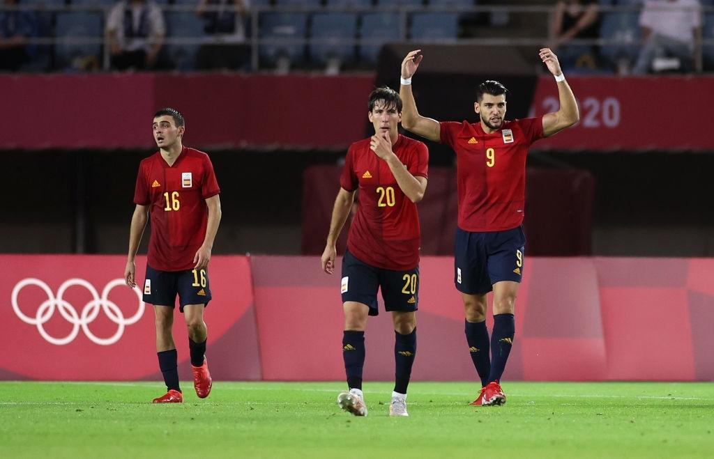 Lập hattrick chỉ trong 30 phút, tiền đạo Tây Ban Nha đi vào lịch sử Olympic  - Ảnh 2.