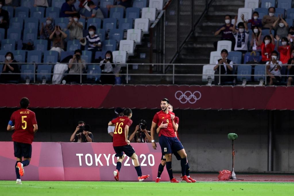 Lập hattrick chỉ trong 30 phút, tiền đạo Tây Ban Nha đi vào lịch sử Olympic  - Ảnh 3.