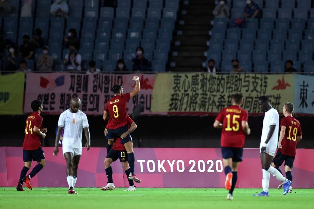 Lập hattrick chỉ trong 30 phút, tiền đạo Tây Ban Nha đi vào lịch sử Olympic  - Ảnh 6.