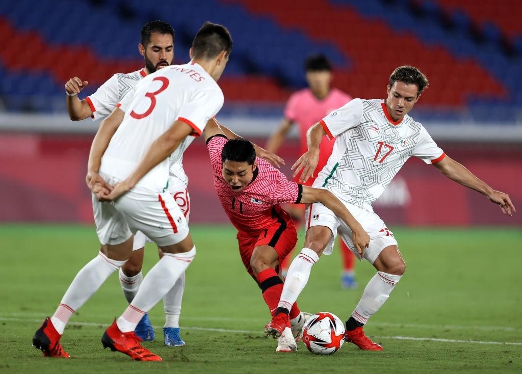 Olympic Hàn Quốc thảm bại 3-6, rơi nước mắt chia tay Thế vận hội Tokyo - Ảnh 8.