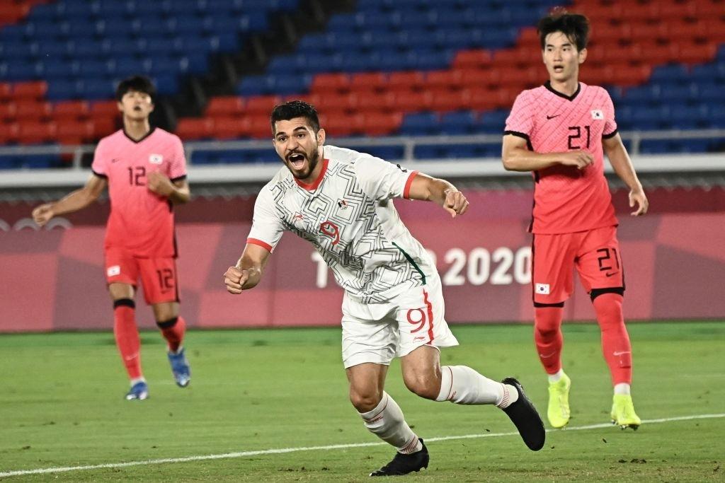 Olympic Hàn Quốc thảm bại 3-6, rơi nước mắt chia tay Thế vận hội Tokyo - Ảnh 2.