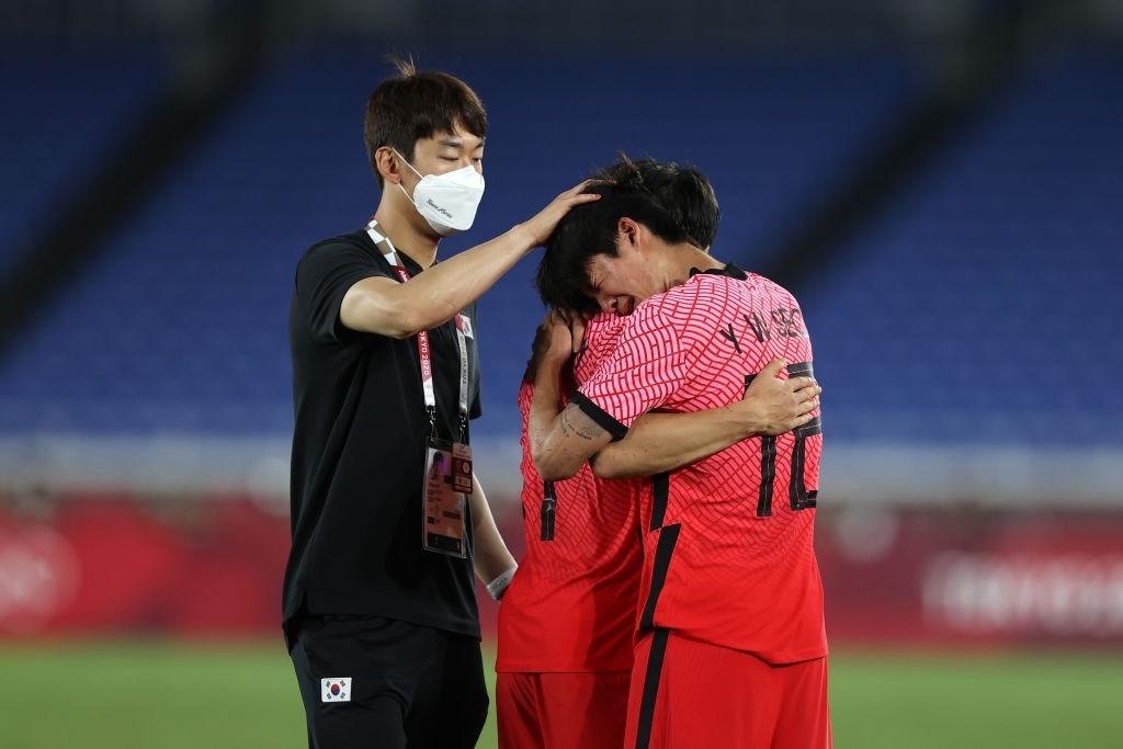 Olympic Hàn Quốc thảm bại 3-6, rơi nước mắt chia tay Thế vận hội Tokyo - Ảnh 10.