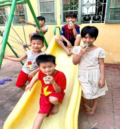Quỹ sữa Vươn cao Việt Nam mang lại nụ cười hạnh phúc cho trẻ thơ trong mùa dịch - Ảnh 1.
