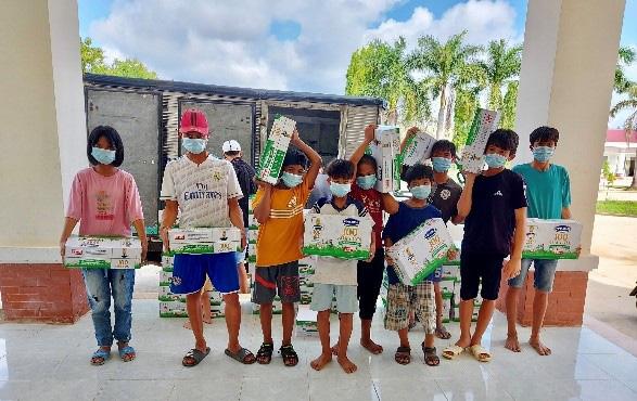 Quỹ sữa Vươn cao Việt Nam mang lại nụ cười hạnh phúc cho trẻ thơ trong mùa dịch - Ảnh 2.