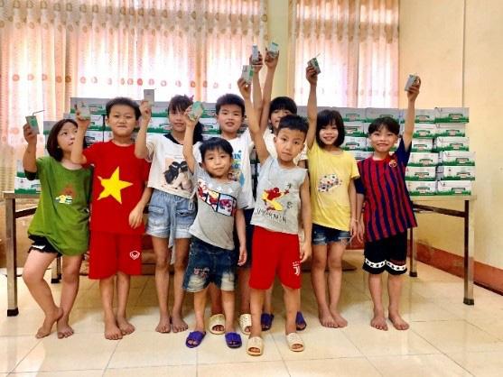Quỹ sữa Vươn cao Việt Nam mang lại nụ cười hạnh phúc cho trẻ thơ trong mùa dịch - Ảnh 3.