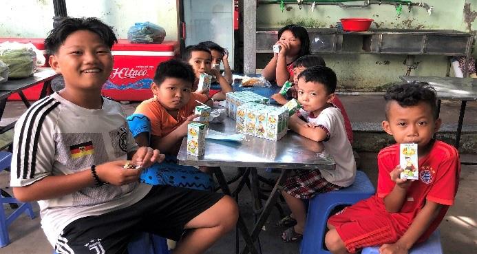 Quỹ sữa Vươn cao Việt Nam mang lại nụ cười hạnh phúc cho trẻ thơ trong mùa dịch - Ảnh 4.