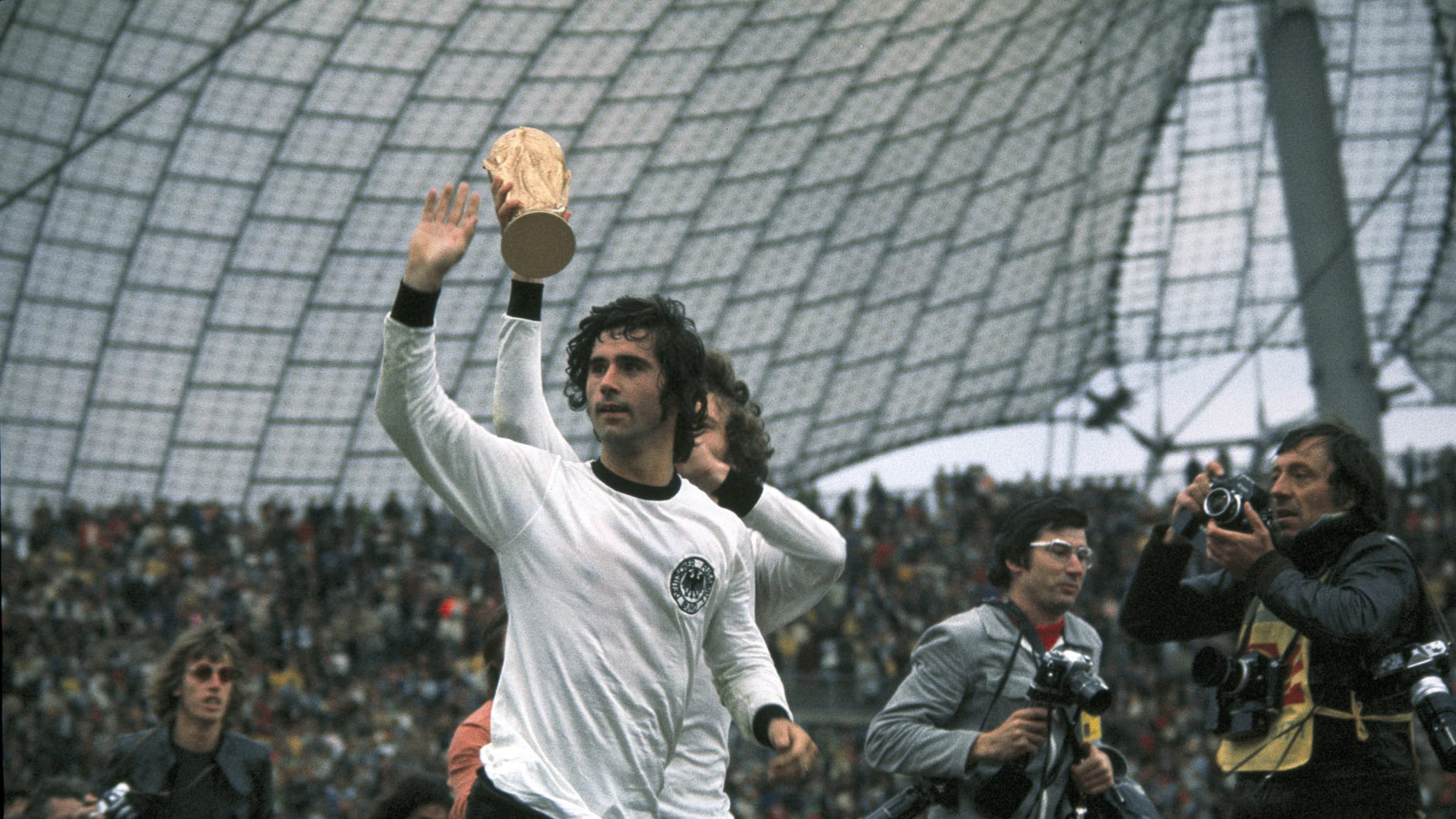 Legendary Gerd Muller dies at the age of 75 - Photo 2.