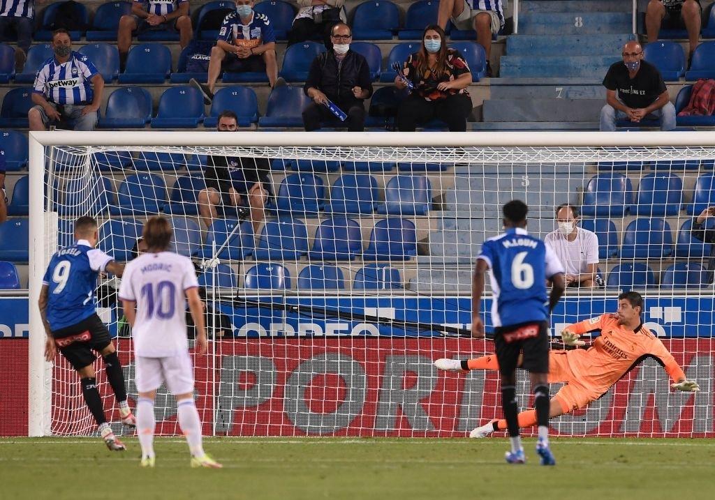 Benzema lập cú đúp, Real Madrid thắng dễ Alaves 4-1 trong ngày khai màn La Liga - Ảnh 7.