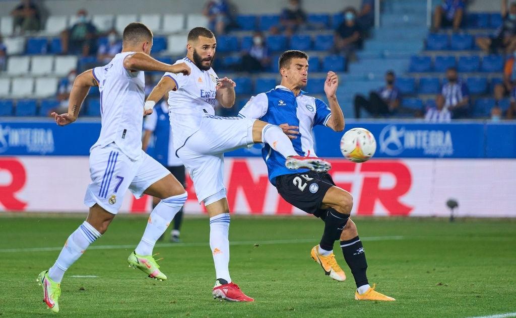 Benzema lập cú đúp, Real Madrid thắng dễ Alaves 4-1 trong ngày khai màn La Liga - Ảnh 4.