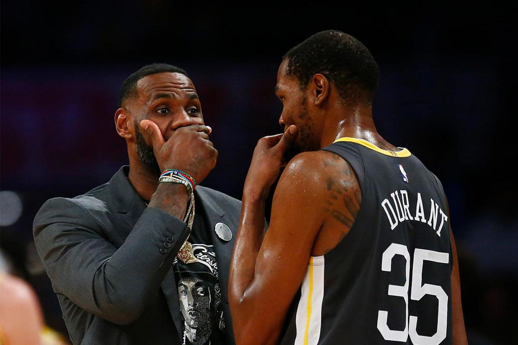 Kevin Durant suddenly defended LeBron James from criticism - Photo 1.