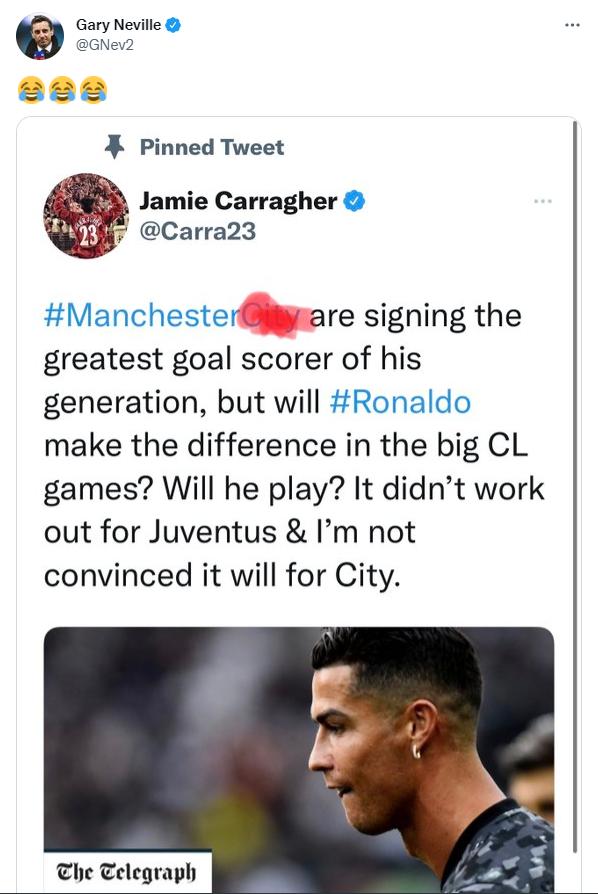 Gary Neville cười ngay vào việc Carragher phải sửa tweet