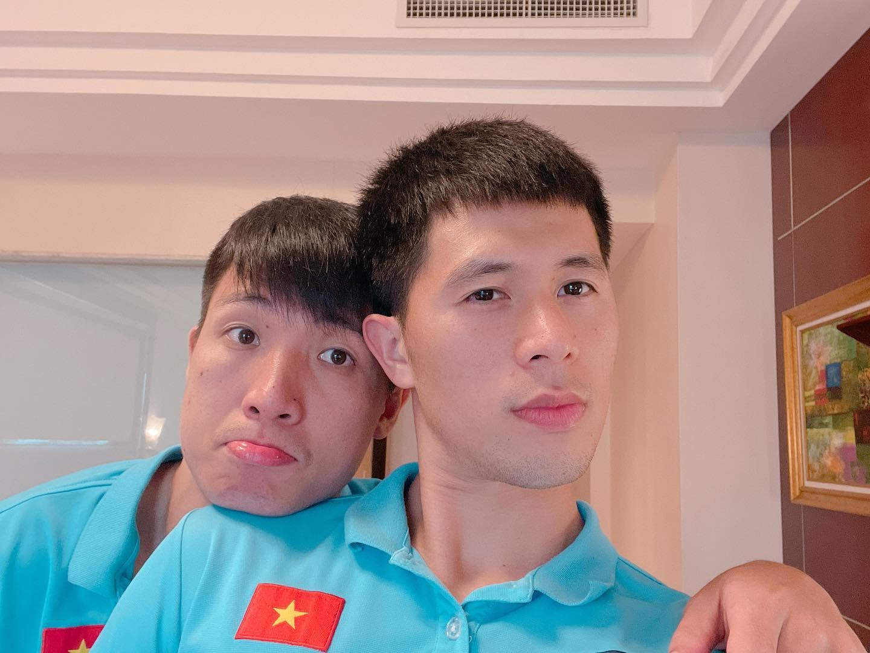Tình cảm như hội tuyển thủ Việt Nam: Trước khi lên đường đi thi đấu vẫn cổ vũ các cầu thủ đang chấn thương phải ở nhà - Ảnh 1.