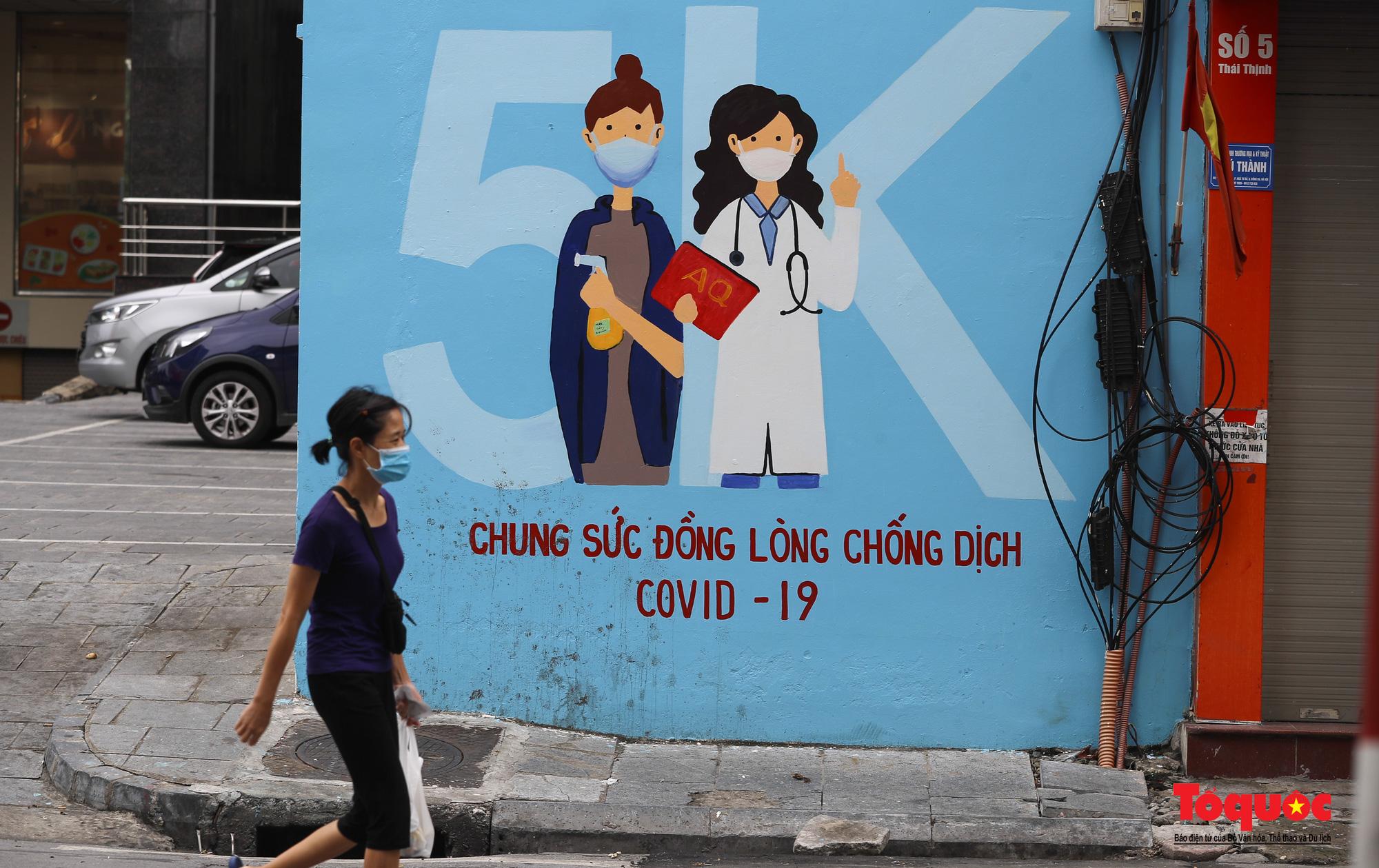 Pano, hình ảnh cổ động phòng chống dịch COVID-19 trên khắp đường phố Hà Nội - Ảnh 6.