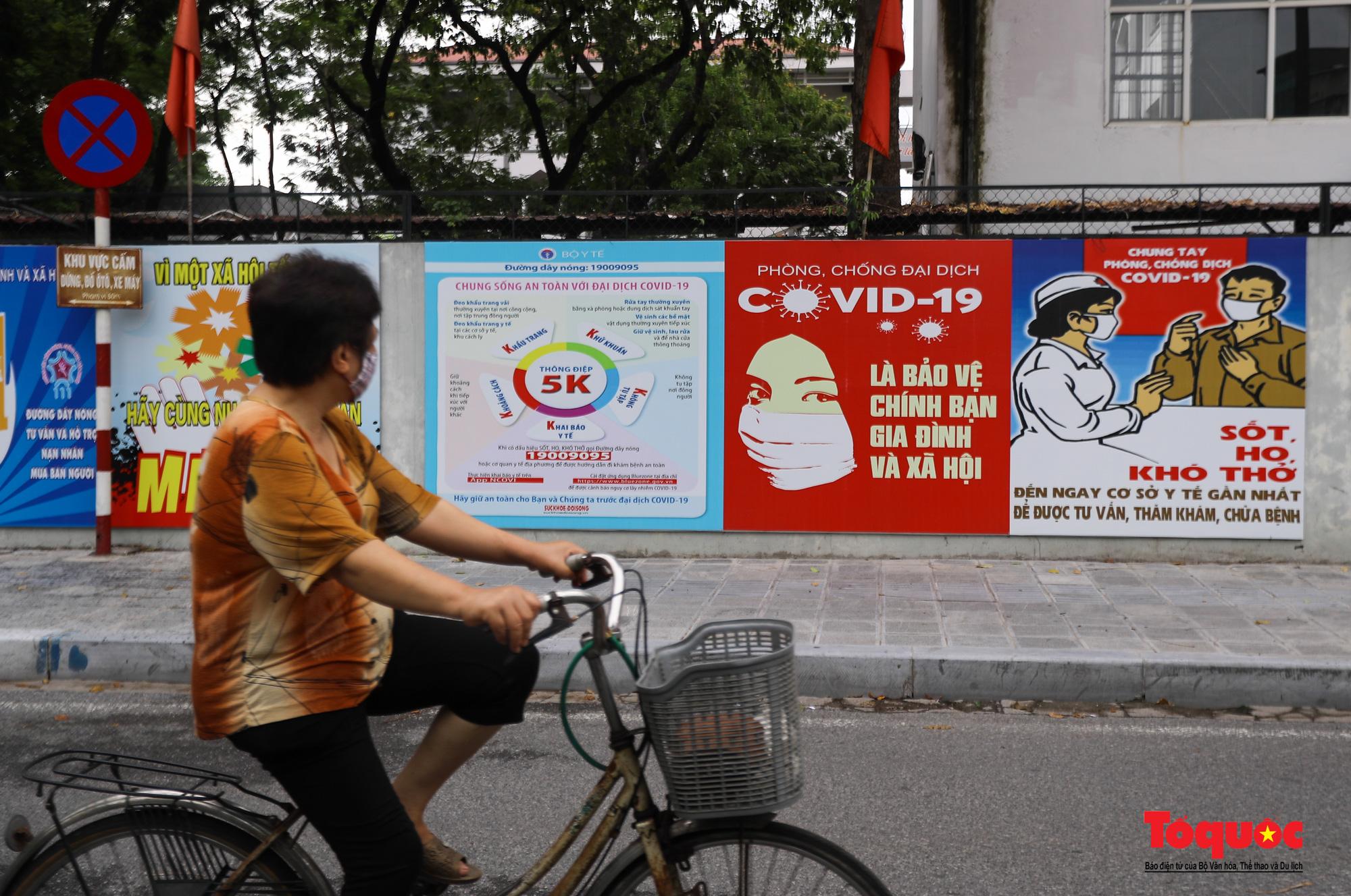 Pano, hình ảnh cổ động phòng chống dịch COVID-19 trên khắp đường phố Hà Nội - Ảnh 7.