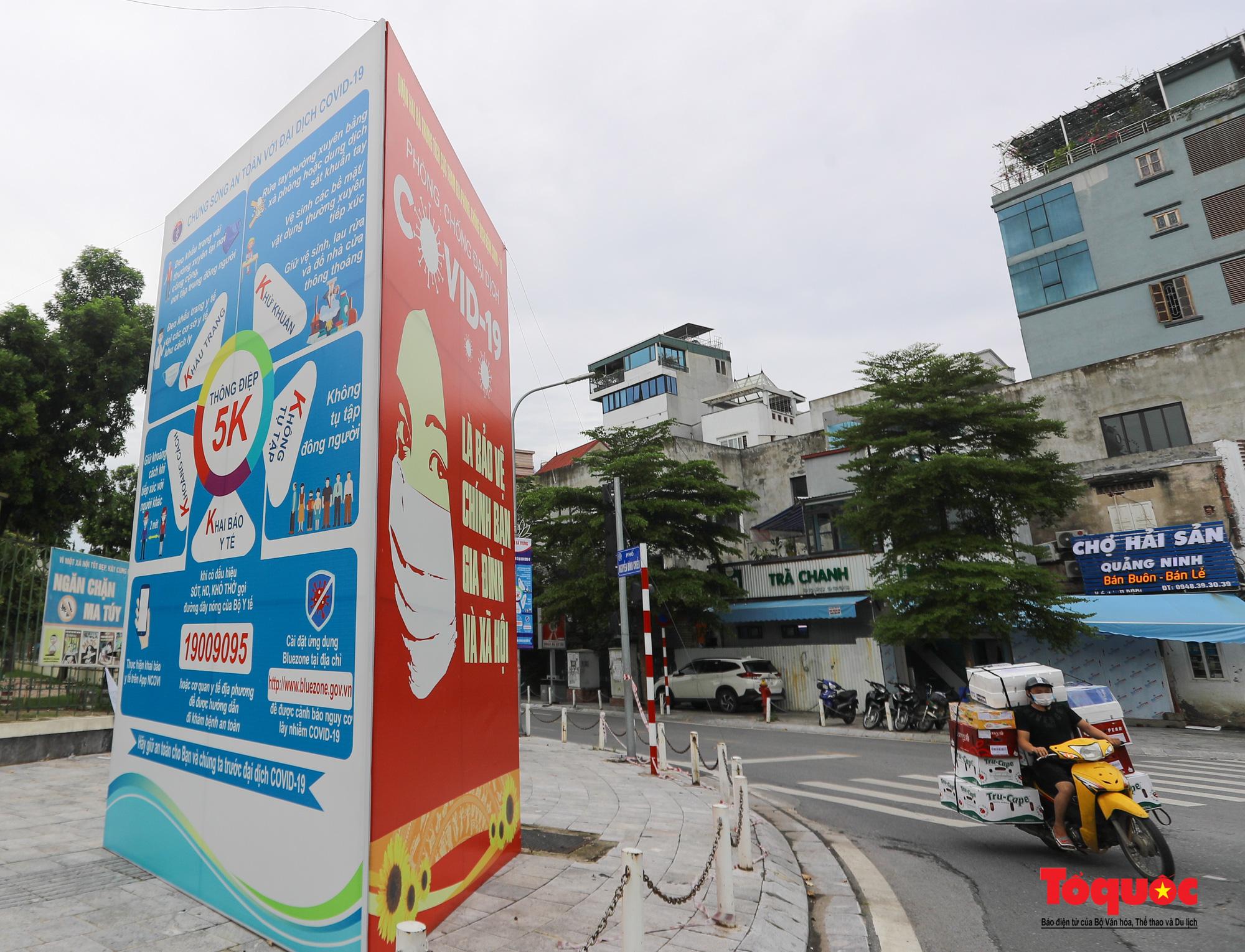 Pano, hình ảnh cổ động phòng chống dịch COVID-19 trên khắp đường phố Hà Nội - Ảnh 8.