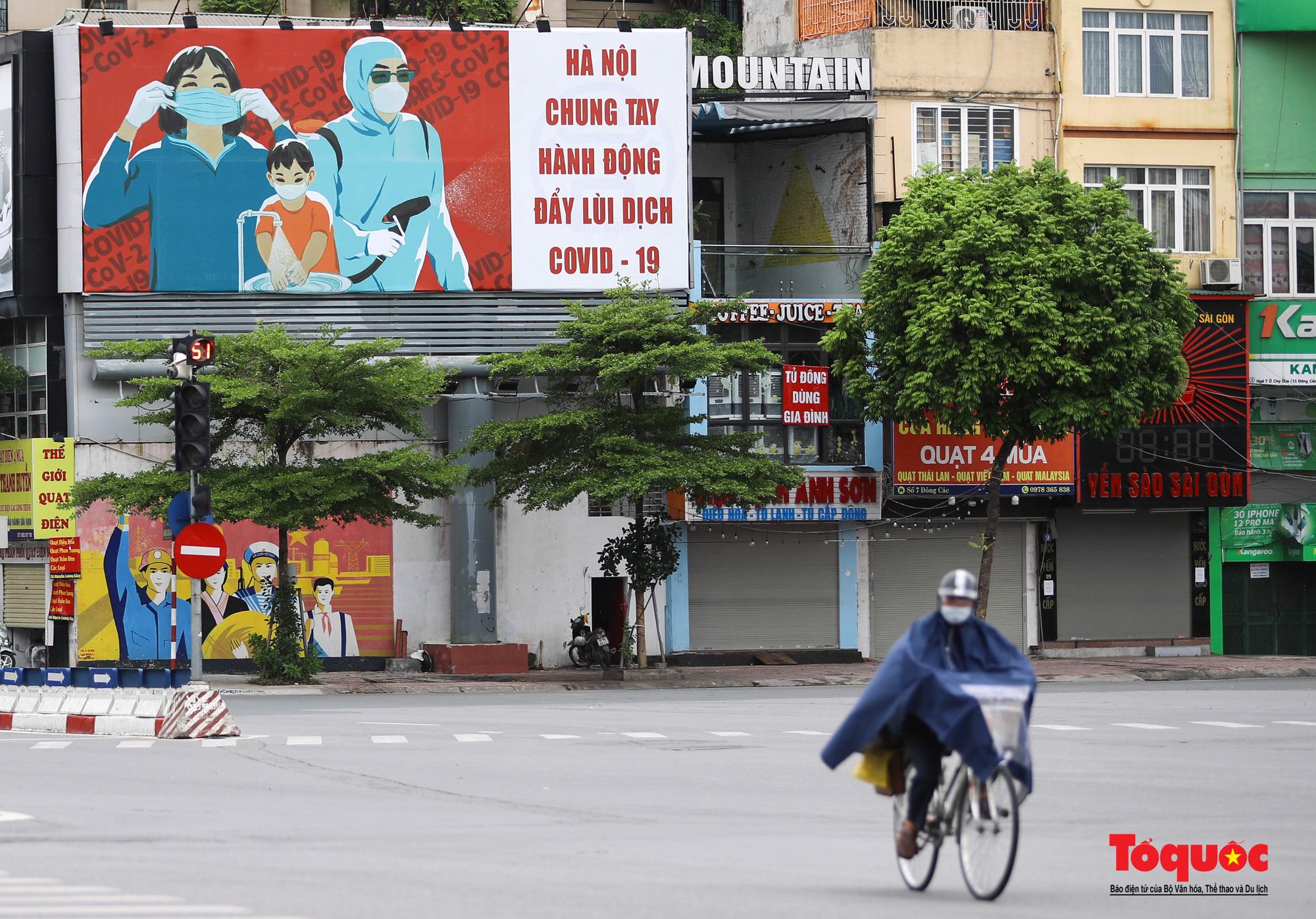 Pano, hình ảnh cổ động phòng chống dịch COVID-19 trên khắp đường phố Hà Nội - Ảnh 1.