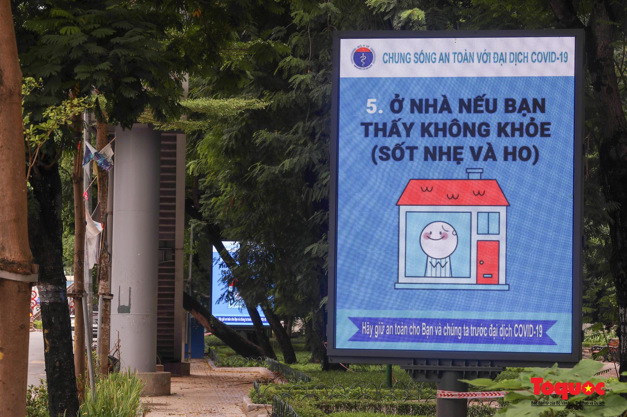 Pano, hình ảnh cổ động phòng chống dịch COVID-19 trên khắp đường phố Hà Nội - Ảnh 3.