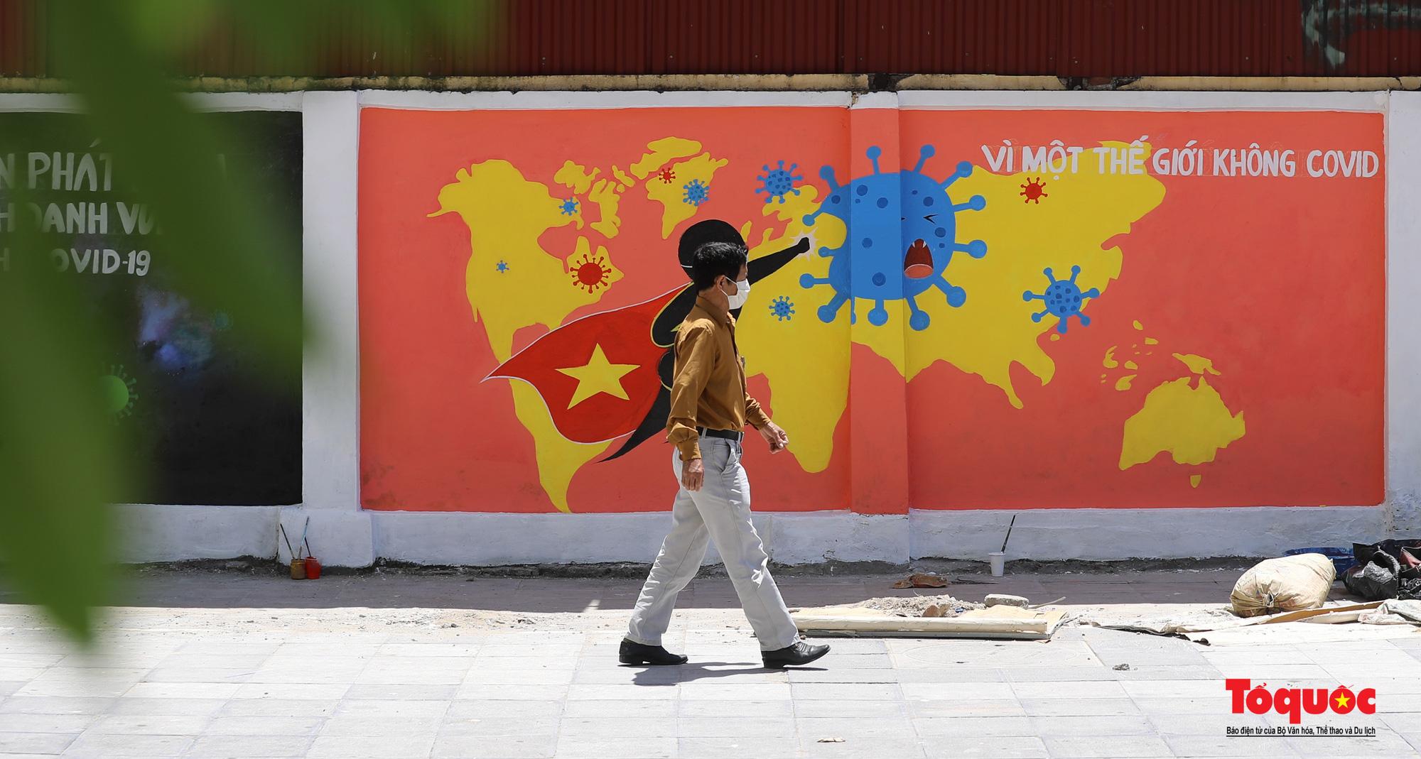 Pano, hình ảnh cổ động phòng chống dịch COVID-19 trên khắp đường phố Hà Nội - Ảnh 16.
