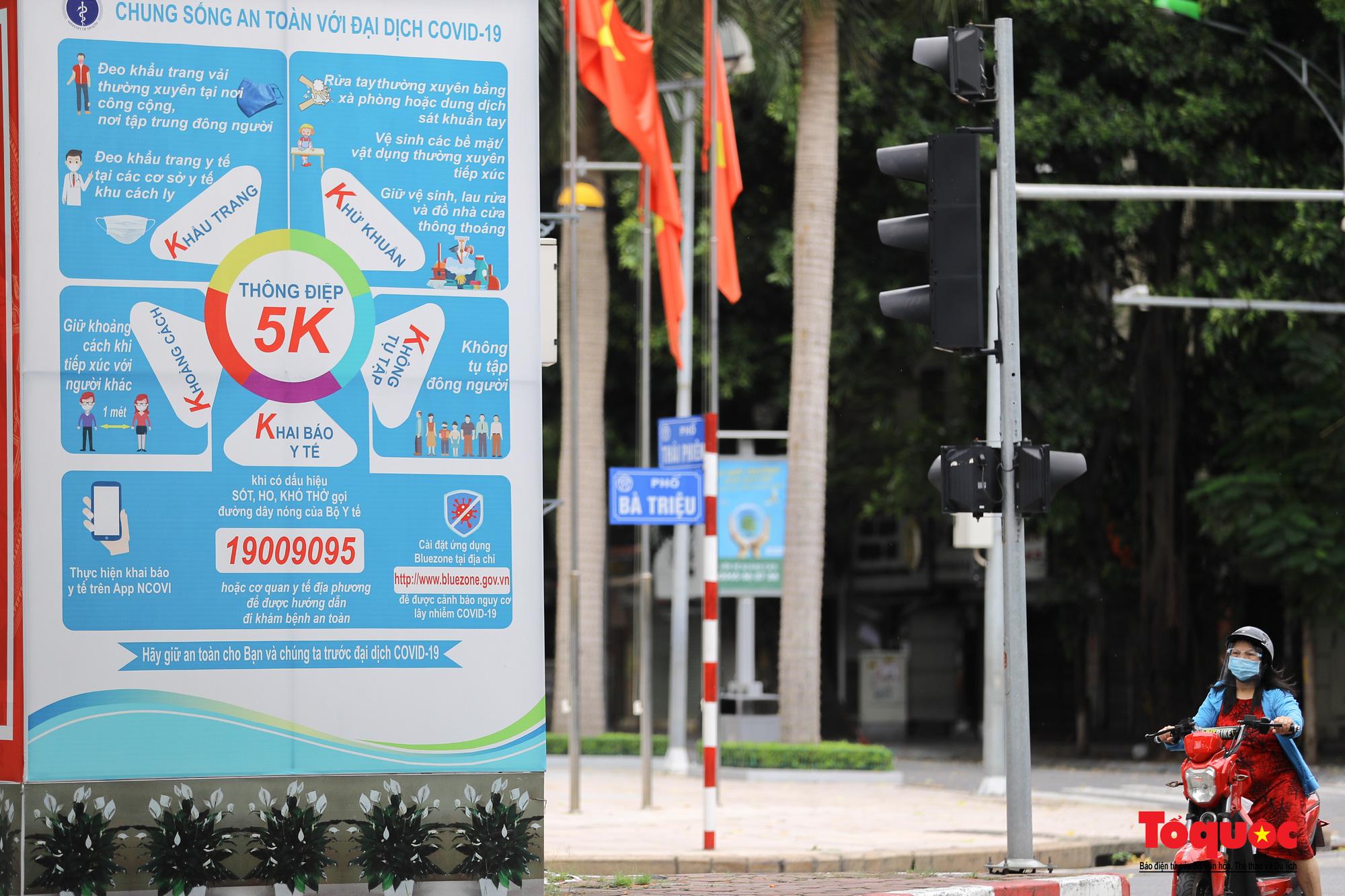 Pano, hình ảnh cổ động phòng chống dịch COVID-19 trên khắp đường phố Hà Nội - Ảnh 2.