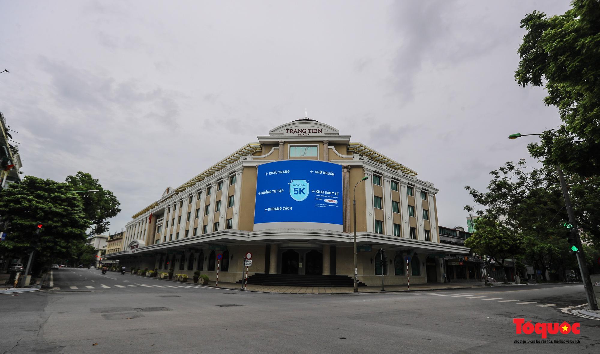 Pano, hình ảnh cổ động phòng chống dịch COVID-19 trên khắp đường phố Hà Nội - Ảnh 9.