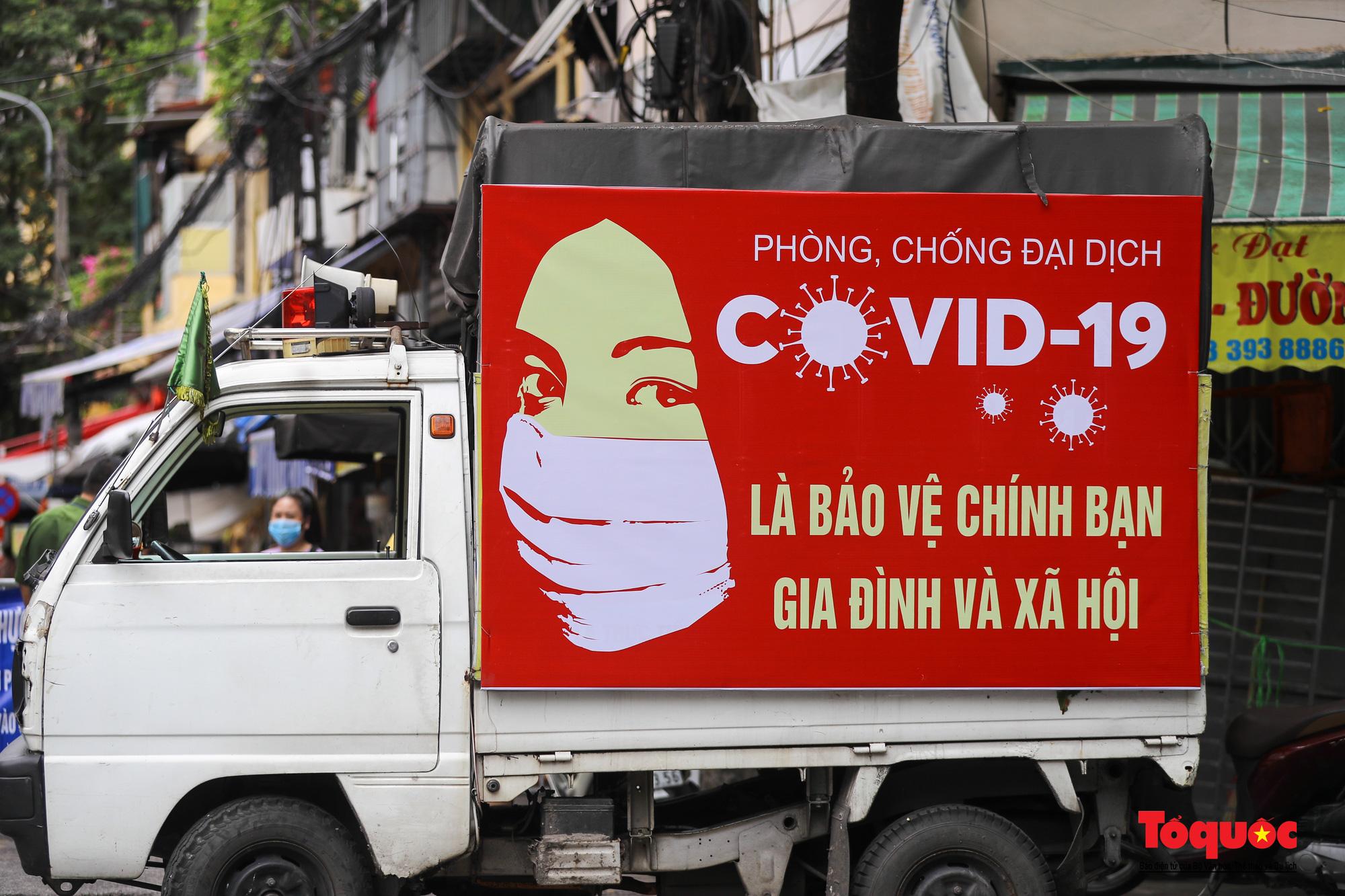 Pano, hình ảnh cổ động phòng chống dịch COVID-19 trên khắp đường phố Hà Nội - Ảnh 12.