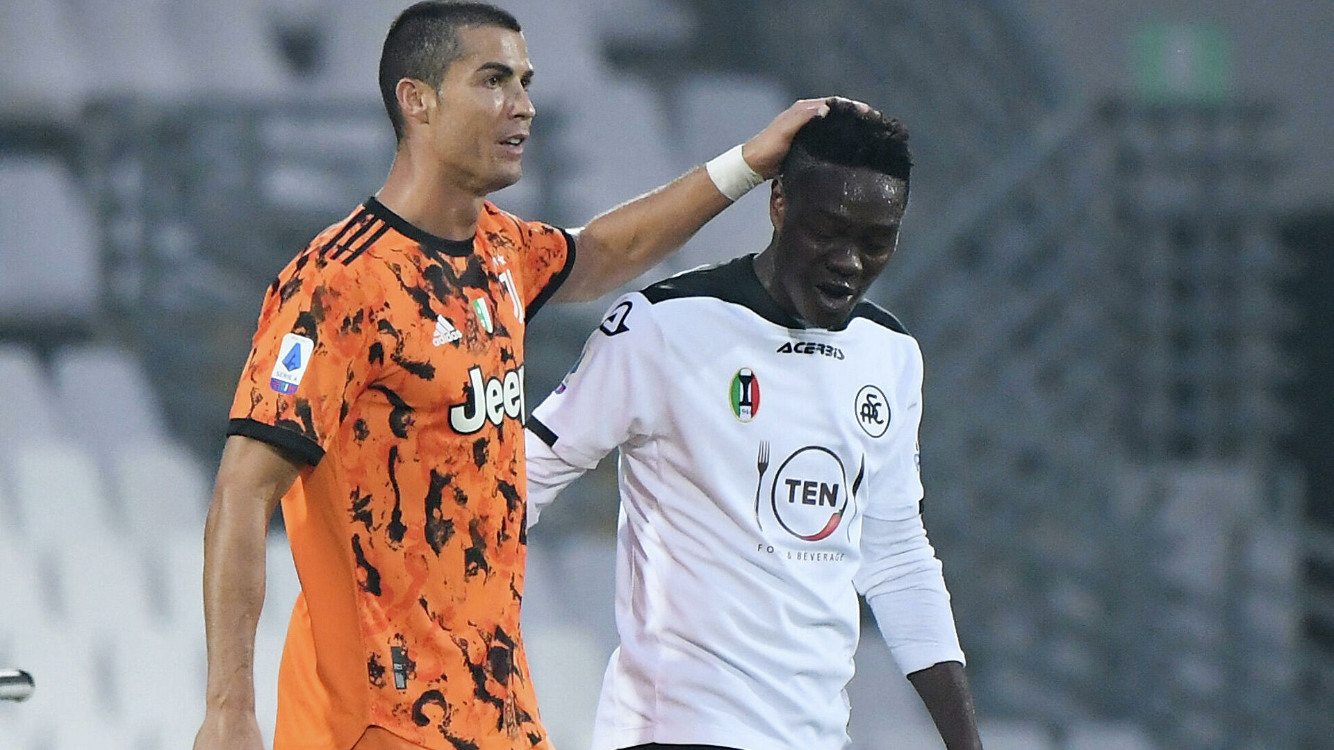 Đàn ông bản lĩnh phải quân tử nhất ngôn như Ronaldo, đã nói là làm: Thề không bao giờ gia nhập Man City, dám cạo đầu nếu vô địch, hứa ghi bàn tặng fan nhí ung thư - Ảnh 6.
