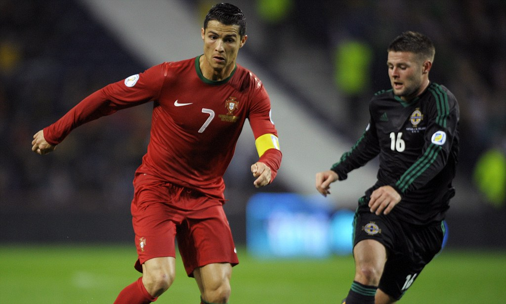 Đàn ông bản lĩnh phải quân tử nhất ngôn như Ronaldo, đã nói là làm: Thề không bao giờ gia nhập Man City, dám cạo đầu nếu vô địch, hứa ghi bàn tặng fan nhí ung thư - Ảnh 5.