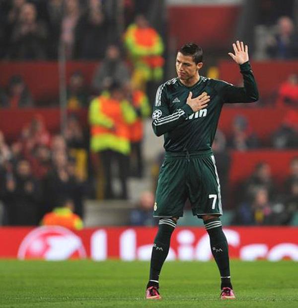 Đàn ông bản lĩnh phải quân tử nhất ngôn như Ronaldo, đã nói là làm: Thề không bao giờ gia nhập Man City, dám cạo đầu nếu vô địch, hứa ghi bàn tặng fan nhí ung thư - Ảnh 3.